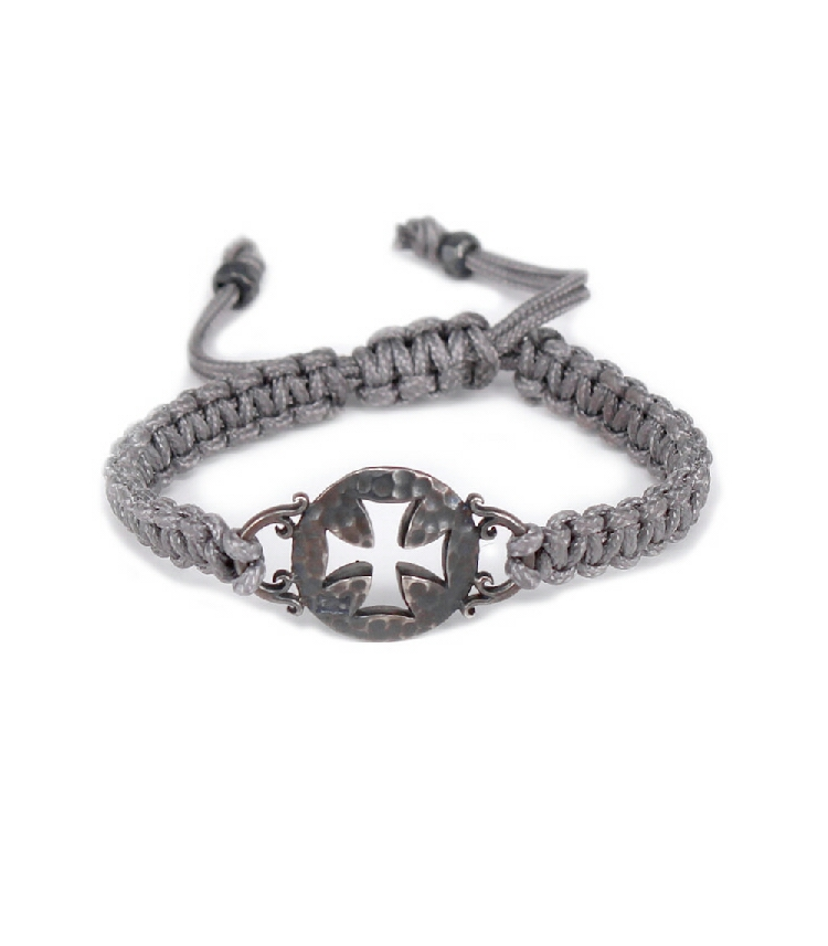 MACRAME BRACELET AND DETAIL OF CROSS IN SILVER