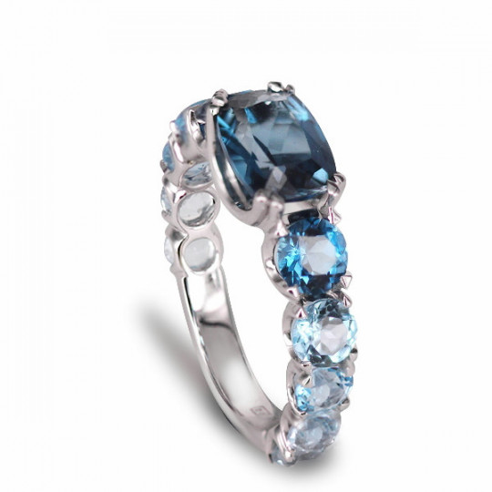 RING WITH THREE SHADES OF TOPAZ