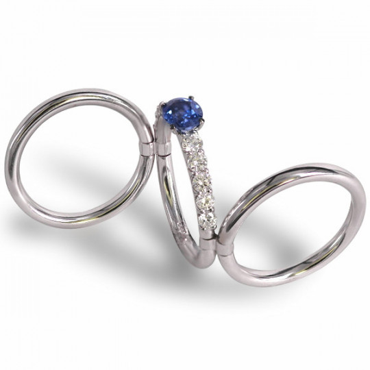 THREE-RING RING JOINED WITH DIAMONDS AND SAPPHIRE