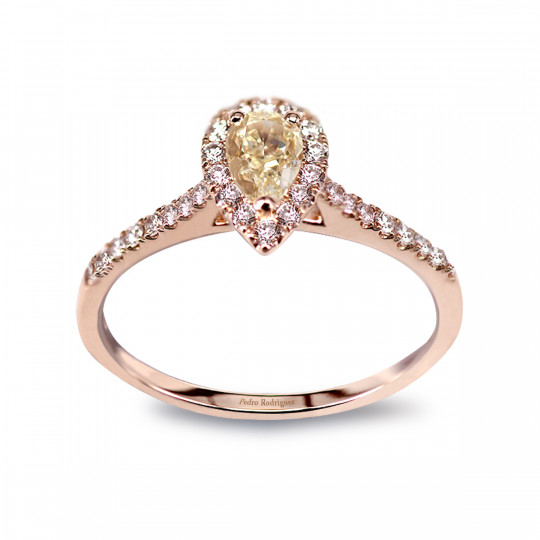 RING WITH CENTRAL PEAR-CUT FANCY DIAMOND, DIAMOND BAND AND DIAMOND ARM