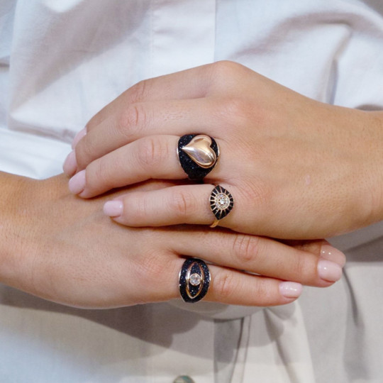 WANNA GLOW HEART RING / BLACK & WHITE