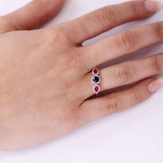 RING WITH BRIGHT RUBIES AND SAPPHIRE
