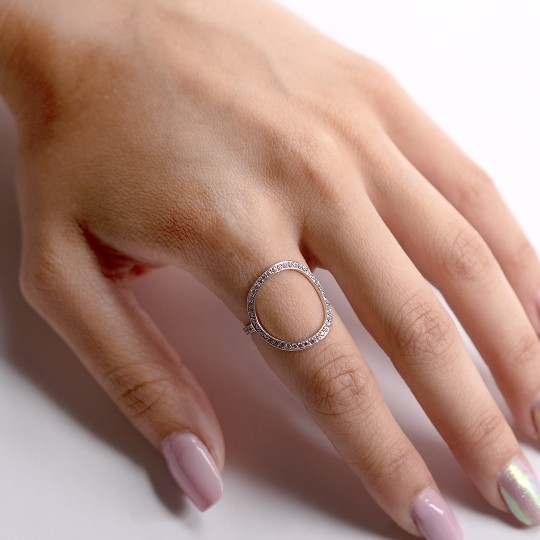 WIDE CIRCLE RING WITH ZIRCONIA