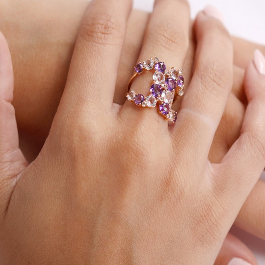 ROSE GOLD RING WITH DIAMONDS, AMETHYSTS AND WHITE TOPAZ