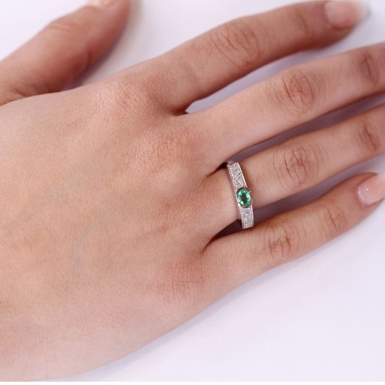 RING WITH DIAMONDS AND EMERALD