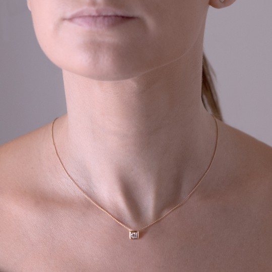 SQUARE NECKLACE WITH BRILLIANT