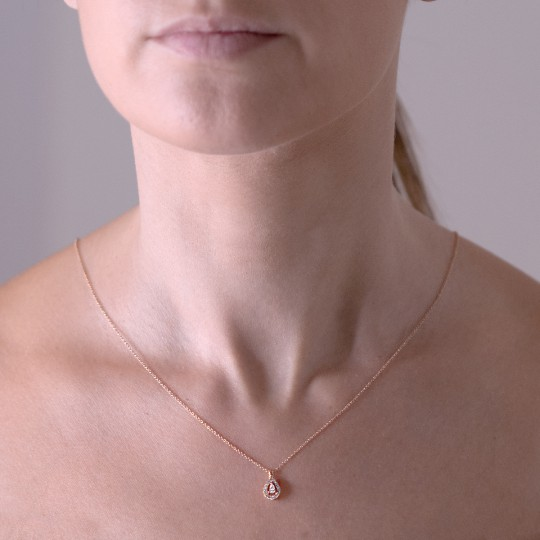 TEARDROP NECKLACE WITH DIAMONDS