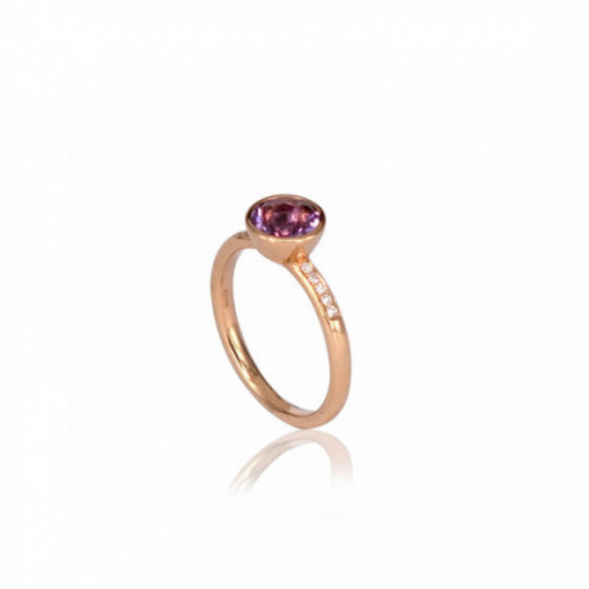 RING OF DIAMONDS WITH AMETHYST